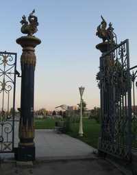 зилант на воротах Парка Тысячелетия